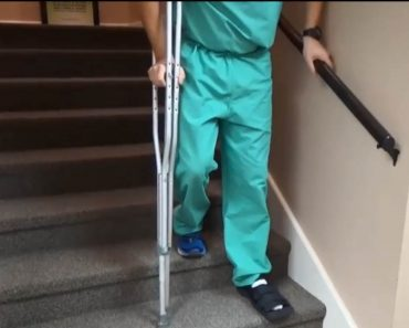 How to Deal With Sore Muscles When Using Crutches